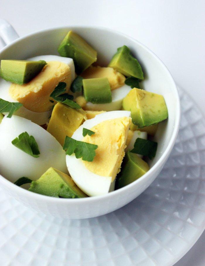 Hard-Boiled-Eggs-Avocado